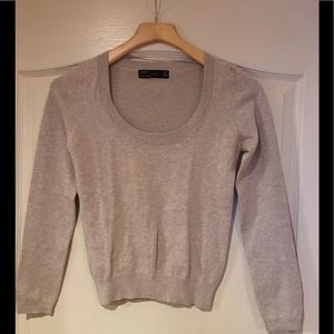 PRE-OWNED ZARA GRAY SWEATER SIZE SMALL